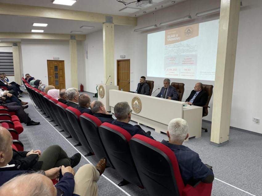 O vrijednostima u obrazovanju na tribini u Cazinu govorio dr. Dževad Hodžić