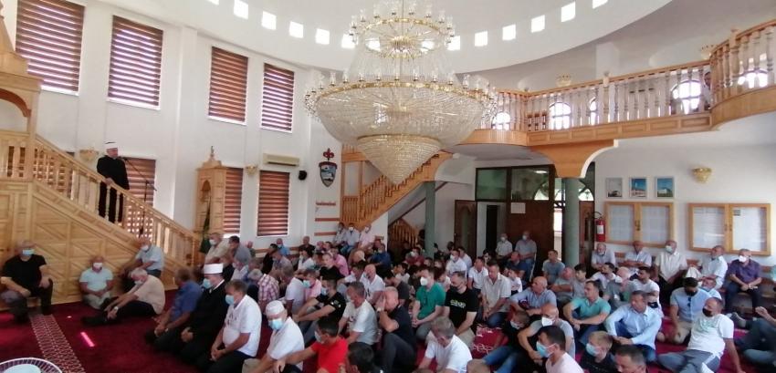Muftija Kudić obišao memorijalni centar Čarakovo i predvodio džuma-namaz