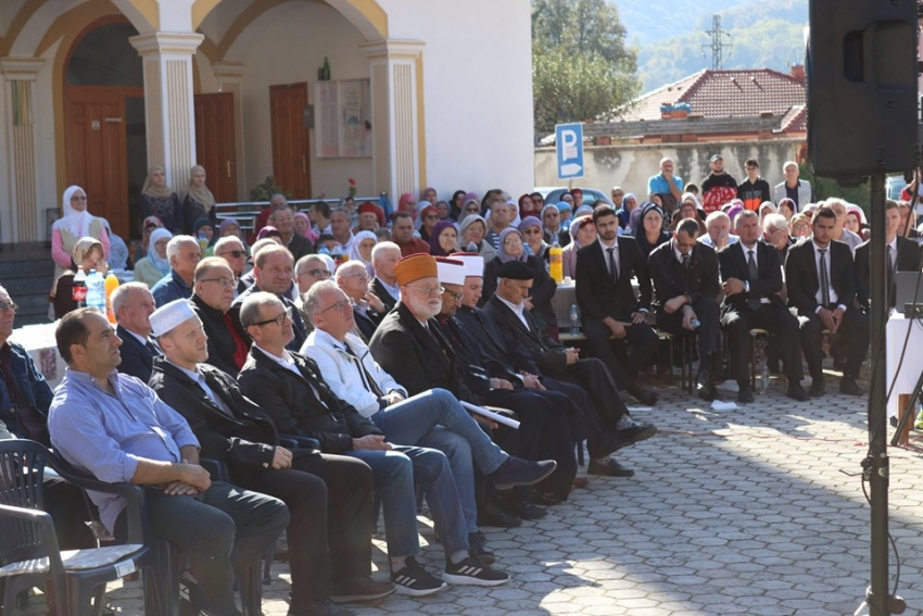 U Bosanskoj Krupi svečano otvorena hajr česma pred duše šehida