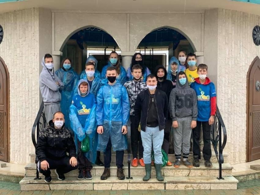 Mreža mladih Kozarac: Zasadili sadnice na šehidskom mezarju u Kamičanima