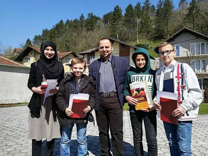 Dobra djeca ukras su bosanskokrupskog džemata Jezerski-Dijelovi
