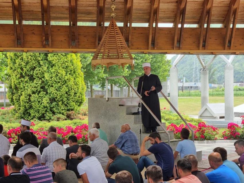 Hutba muftije Kudića u musalli MC Potočari u Srebrenici