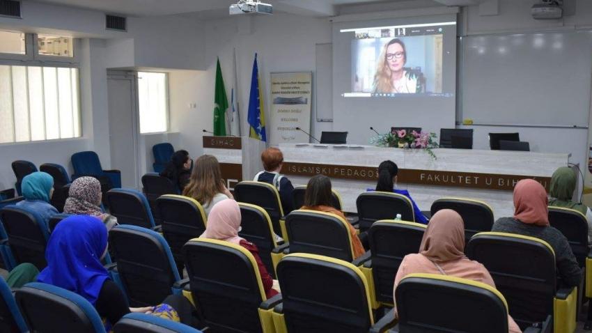 Amra Šabić El-Reyess održala predavanje studentima Islamskog pedagoškog fakulteta u Bihaću