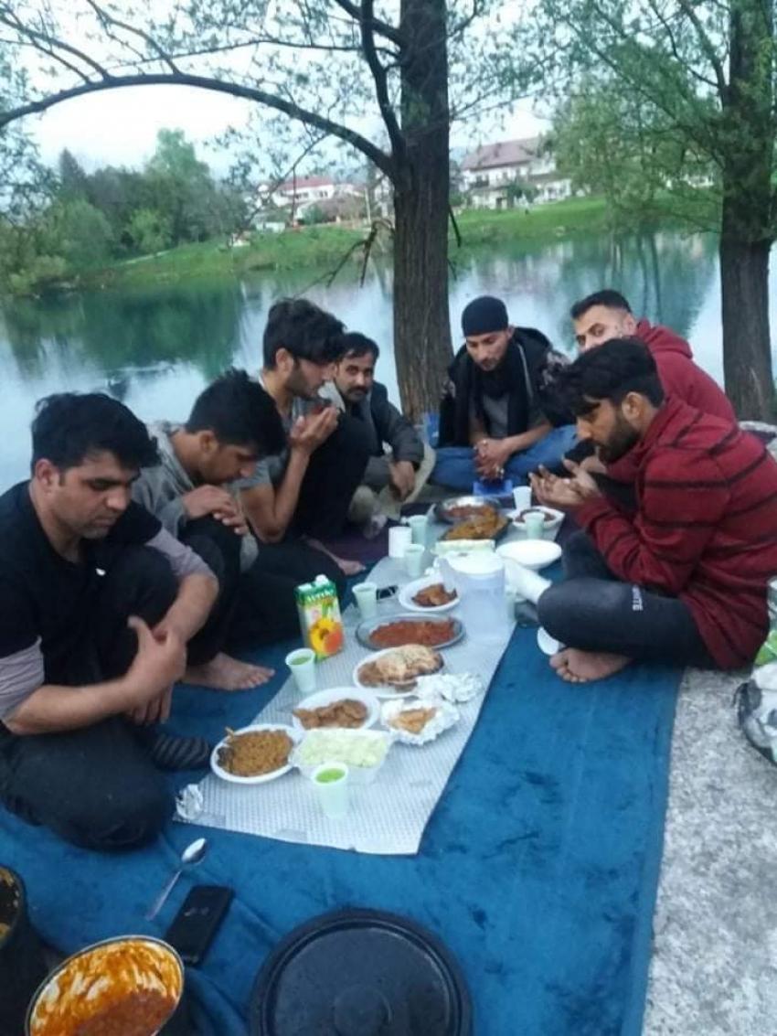Iftar za preko 300 migranata u organizaciji Odjela za brak i porodicu Medžlisa IZ Bosanski Petrovac